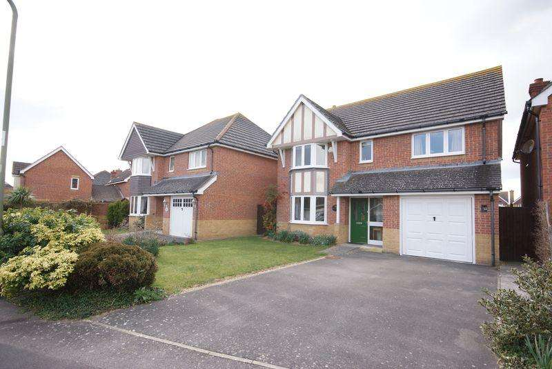 4 Bedrooms Detached House for sale in Fitzroy Drive, Lee on the Solent, PO13