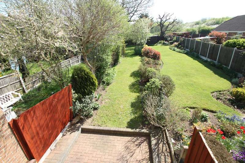2 Bedrooms Terraced House for sale in Langham Drive, Rayleigh, Essex