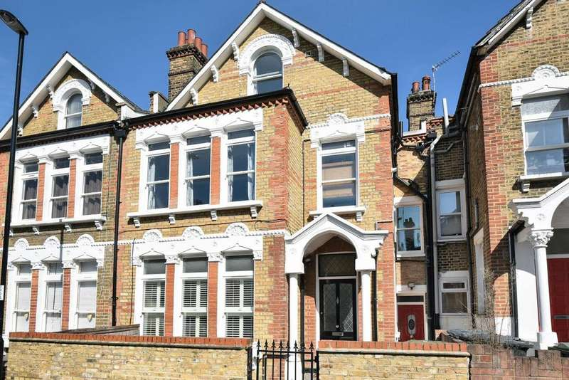 3 Bedrooms Flat for sale in Halesworth Road, Lewisham