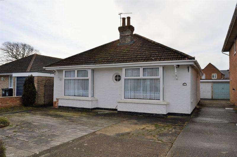 2 Bedrooms Detached Bungalow for sale in Hawthorne Grove, Hayling Island