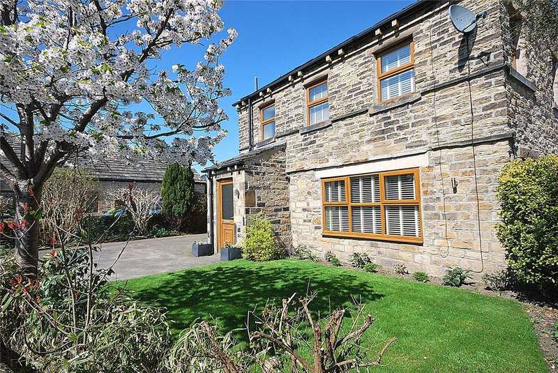 3 Bedrooms Detached House for sale in Lee Green, Mirfield, West Yorkshire, WF14