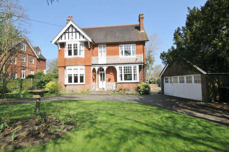 5 Bedrooms Detached House for sale in Silverdale Road, Burgess Hill, West Sussex