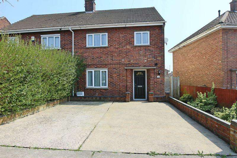3 Bedrooms Semi Detached House for sale in Hawthorn Avenue, Lowestoft