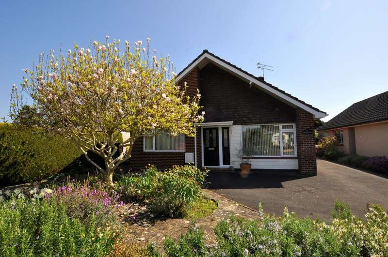 3 Bedrooms Detached Bungalow for sale in Ringwood, BH24 1RY