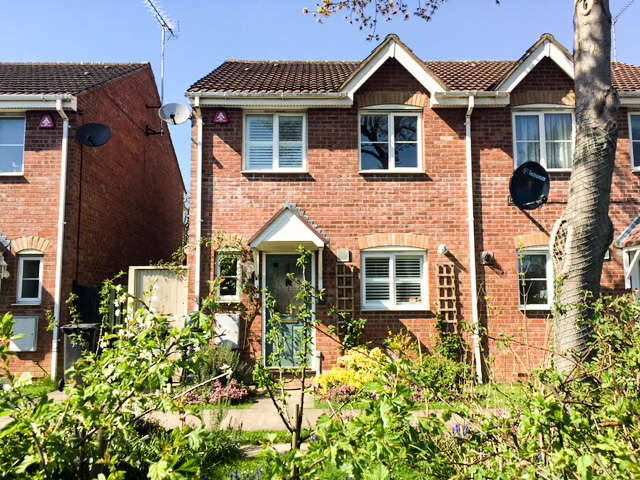 3 Bedrooms Semi Detached House for sale in Darlands Drive, Barnet