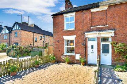 3 Bedrooms Semi Detached House for sale in London Road, Stony Stratford, Milton Keynes