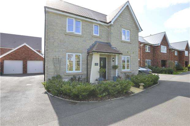 4 Bedrooms Detached House for sale in Zura Drive, Stoke Orchard, GL52 7SF
