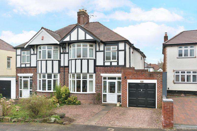 3 Bedrooms Semi Detached House for sale in PENN, Wells Road