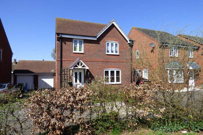 4 Bedrooms Detached House for sale in Rowan Close, Huntington, Cannock