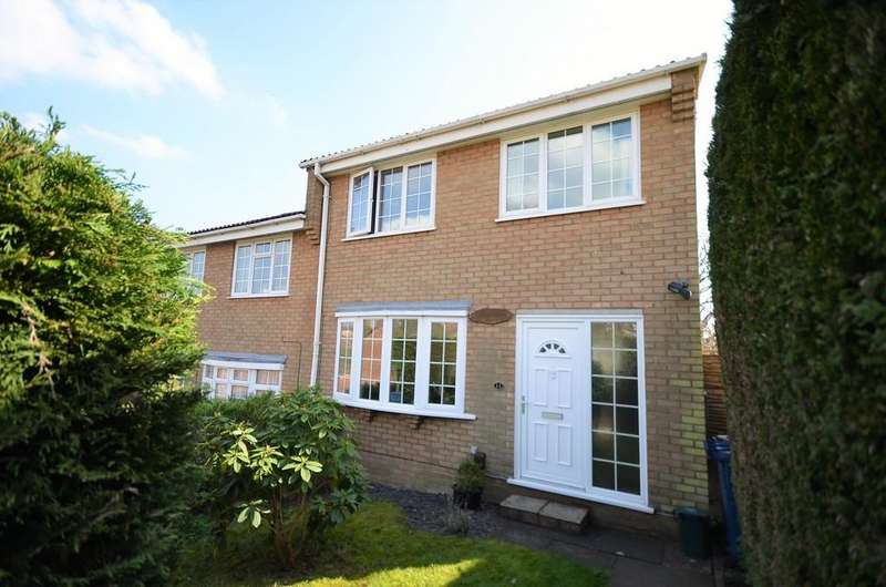 3 Bedrooms Semi Detached House for sale in Grasmere Road, Farnham