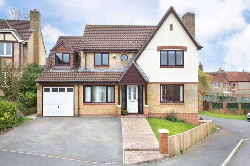 5 Bedrooms Detached House for sale in Fanshaw Way, Warminster