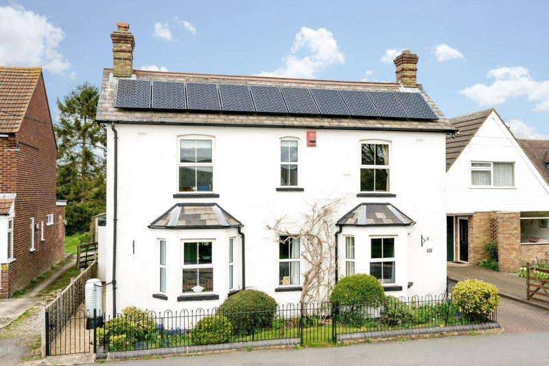 4 Bedrooms Detached House for sale in Marsworth Road, Pitstone