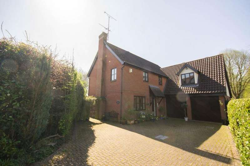 4 Bedrooms Detached House for sale in Horksley Gardens, Hutton, Brentwood, Essex, CM13