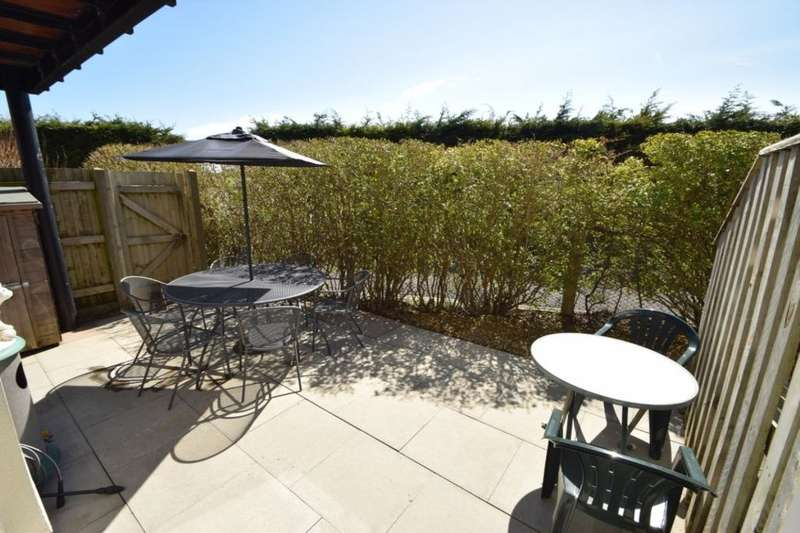 2 Bedrooms Flat for sale in Vanguard Court Centurion Gate, Southsea, PO4
