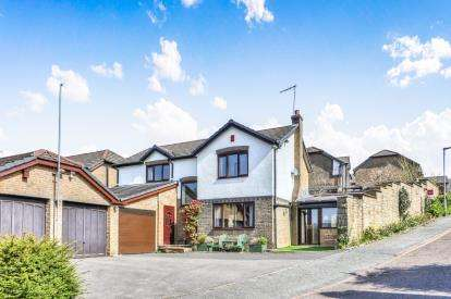 4 Bedrooms Detached House for sale in Applecross Drive, Burnley, Lancashire, Burnley
