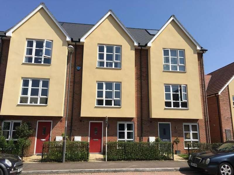 3 Bedrooms Terraced House for sale in Gwendoline Buck Drive, Aylesbury