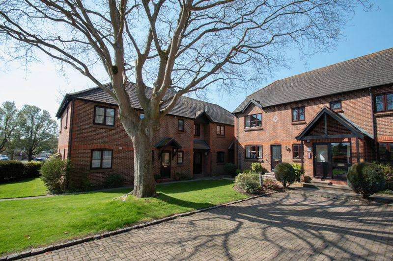 2 Bedrooms Apartment Flat for sale in Woodlands Lane, Chichester, PO19