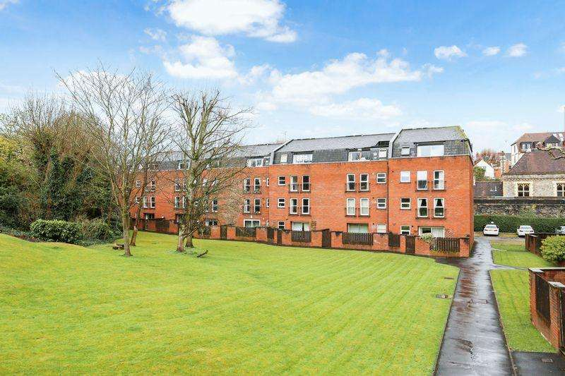 2 Bedrooms Flat for sale in Alma Court, Bristol