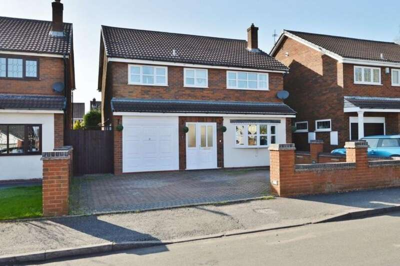 4 Bedrooms Detached House for sale in Kinross Avenue, Hednesford
