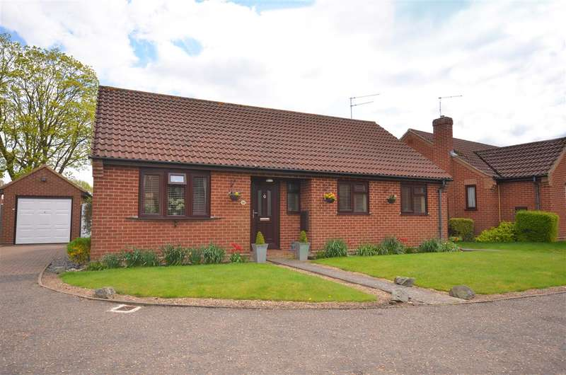 3 Bedrooms Bungalow for sale in Brundall.