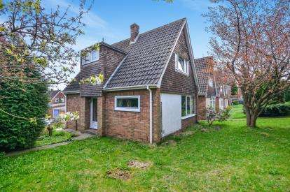 2 Bedrooms Bungalow for sale in Foxhill Close, Sutton In Ashfield, Nottinghamshire, Notts