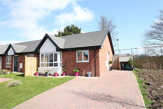 1 Bedroom Bungalow for sale in Oak Avenue, Longtown, Carlisle, Cumbria, CA6 5WF