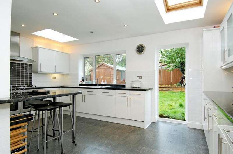 5 Bedrooms Terraced House for sale in Carnanton Road, LONDON, E17 4DB