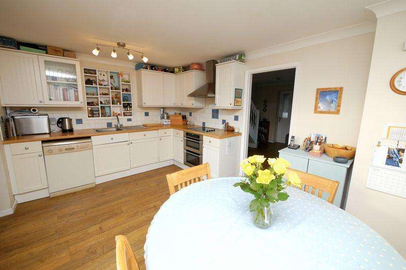 3 Bedrooms Semi Detached House for sale in Kentwood Close, Cholsey