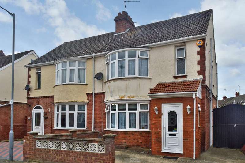 4 Bedrooms Semi Detached House for sale in High Mead, Luton, LU3 1RY