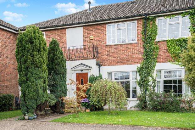 3 Bedrooms Terraced House for sale in Ewell, Epsom, Surrey