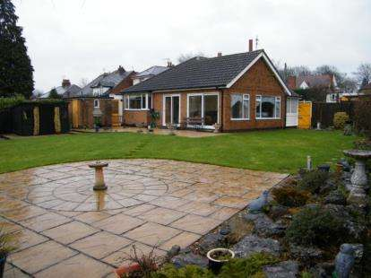 3 Bedrooms Bungalow for sale in Wigston Road, Oadby, Leicester