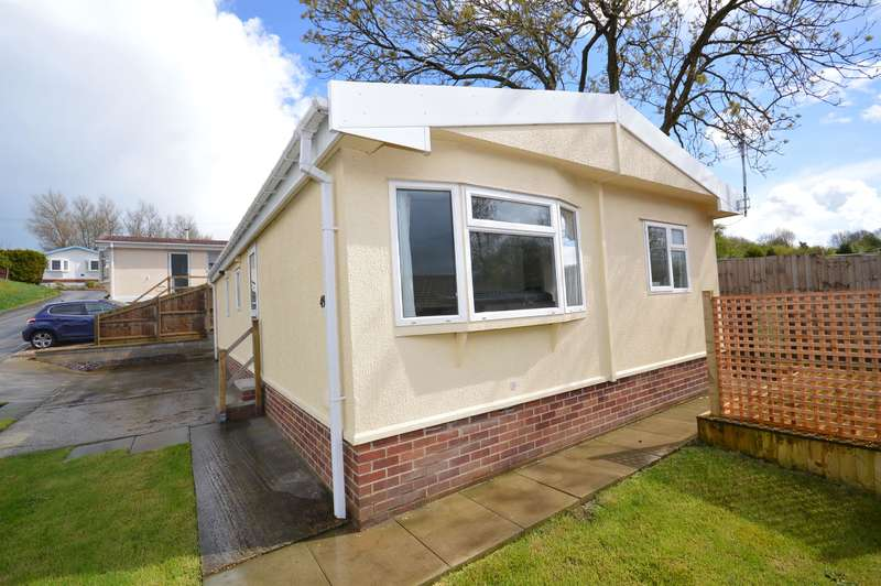 3 Bedrooms Bungalow for sale in Sunningdale Park, New Tupton, Chesterfield, S42
