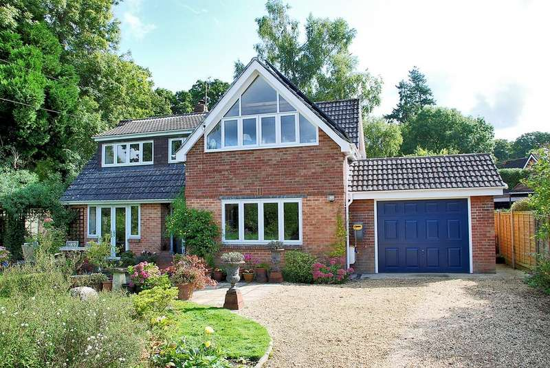 4 Bedrooms Chalet House for sale in Garden Road, Burley, Ringwood, BH24