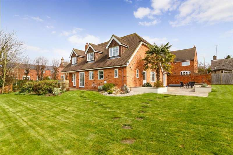 4 Bedrooms Detached House for sale in High Street, Henlow