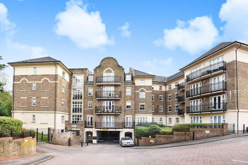 2 Bedrooms Flat for sale in The Huntley, Carmelite Drive, Reading, RG30