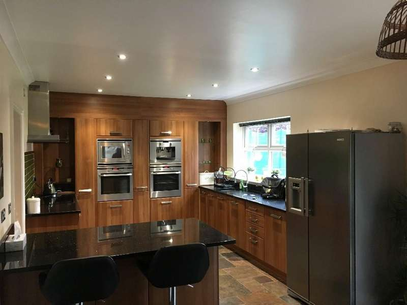 5 Bedrooms Detached House for sale in Seven Hills Court