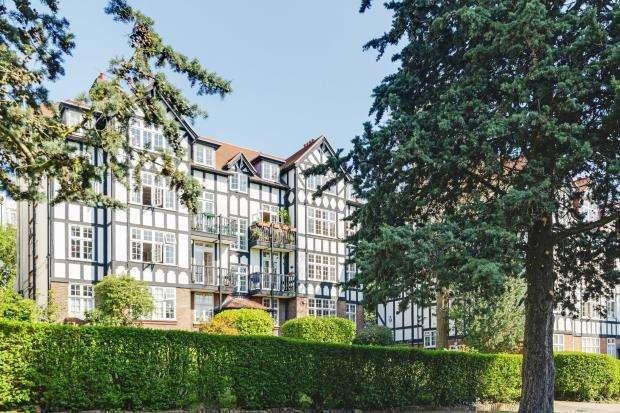3 Bedrooms Flat for sale in Langbourne Avenue, Holly Lodge Estate, Highgate, London, N6