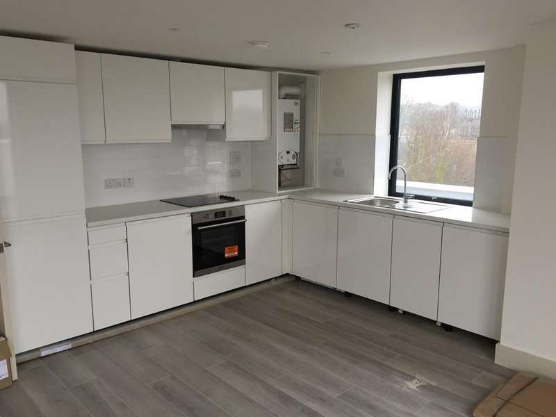 3 Bedrooms Apartment Flat for sale in 20 Lingfield Crescent, Falconwood, Rochester Way, London SE9
