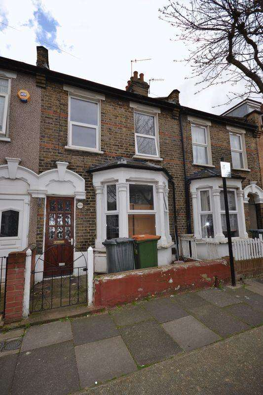 3 Bedrooms Terraced House for sale in Holbrook Road, London