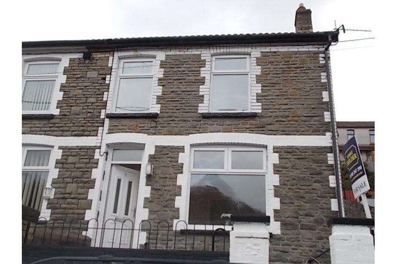 2 Bedrooms End Of Terrace House for sale in Lawn Terrace, Crumlin