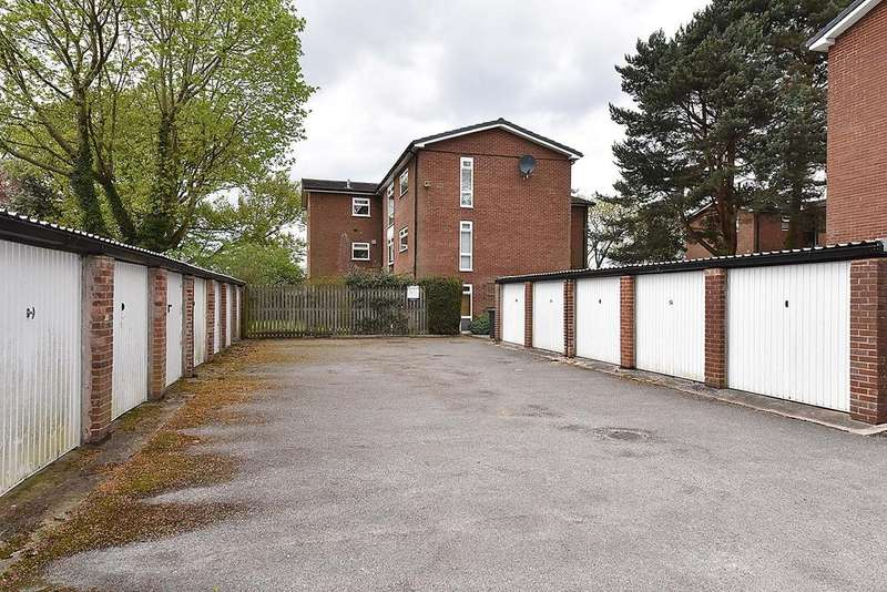 2 Bedrooms Apartment Flat for sale in Bolleyn Wood Court, Wilmslow