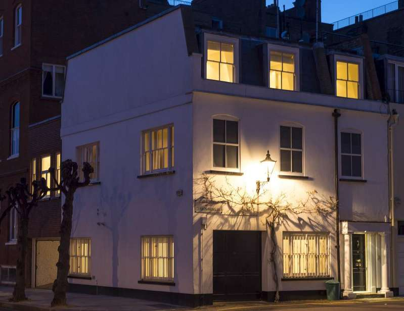 6 Bedrooms Mews House for sale in Clabon Mews, SW1X