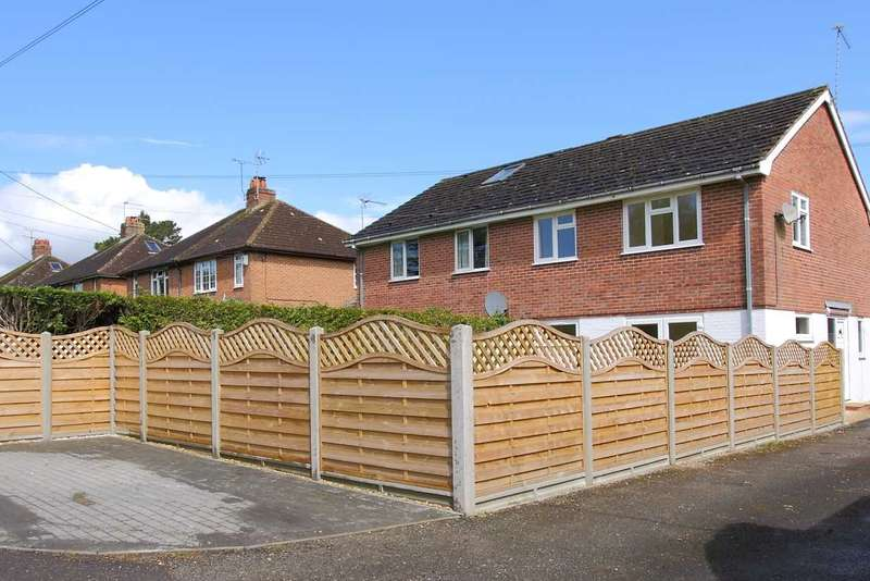 3 Bedrooms Semi Detached House for sale in Walking distance from the Town Centre
