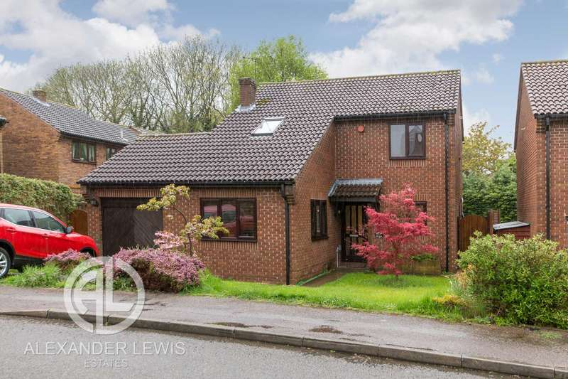 4 Bedrooms Detached House for sale in Blackmore, Letchworth Garden City, SG6 2SZ