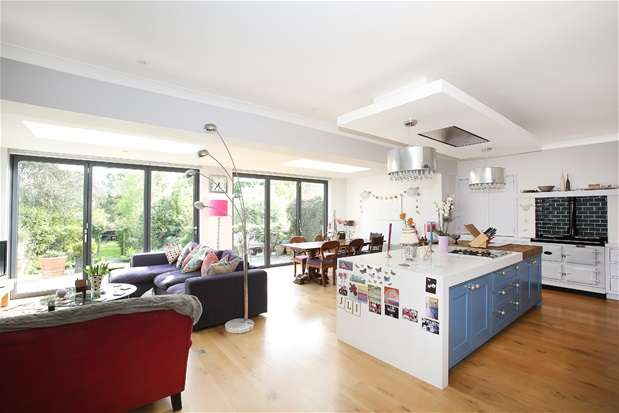 5 Bedrooms Semi Detached House for sale in Court Lane, Dulwich