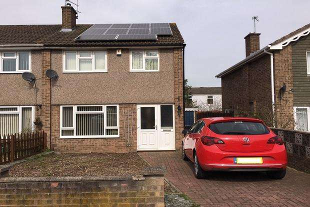 3 Bedrooms Semi Detached House for sale in Brookdale Road, Braunstone Frith, Leicester, LE3