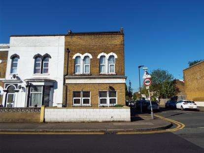 2 Bedrooms Flat for sale in Forest Gate, London