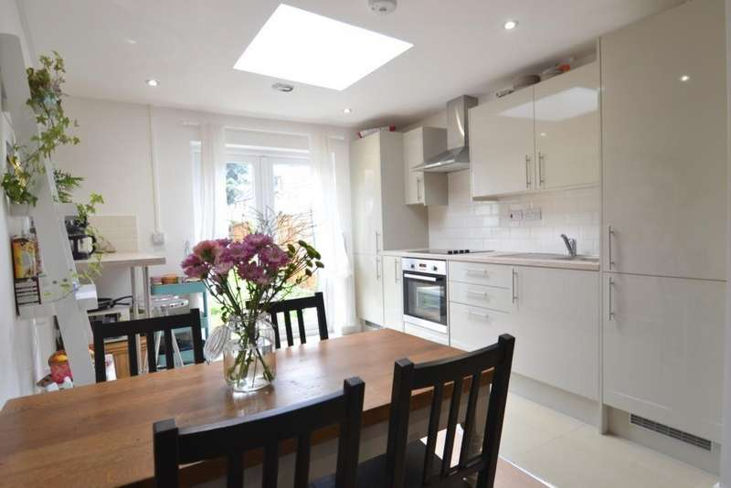 2 Bedrooms House for sale in Charlemont Road, East Ham, E6