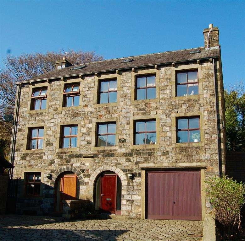 4 Bedrooms Semi Detached House for sale in Corbett Way, Denshaw, OL35SX