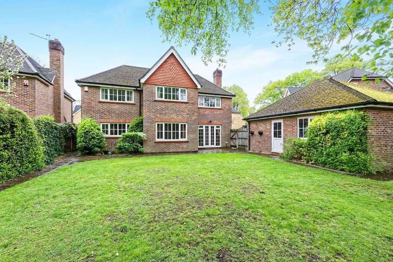 4 Bedrooms Detached House for rent in Redwing Gardens, West Byfleet, Surrey